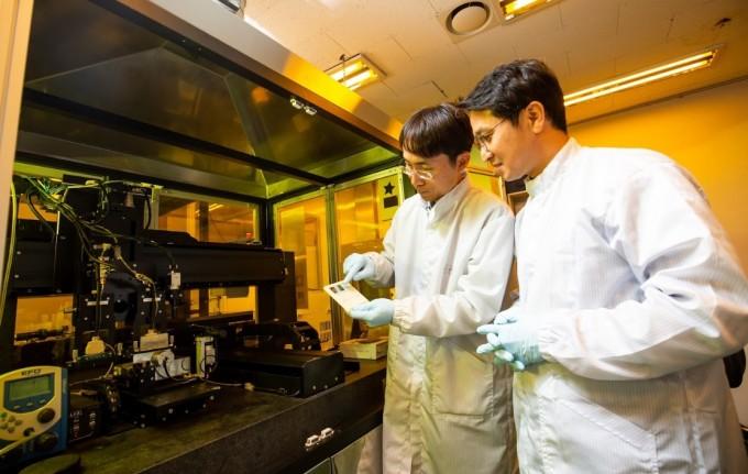 조 박사 연구팀은 기술을 고도화해 OLED의 해상도를 3000 PPI까지 구현하는 연구를 수행하고 실제 VR 기기에도 기술을 활용할 계획이다. 동아사이언스DB