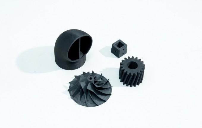 3D프린터 고기능 플라스틱인 피크를 이용해 각종 부품들을 만들었다. 피크는 높은 강도, 내화학성, 내열성, 내방사선이란 특징을 가졌다. 동아사이언스DB