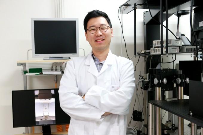 권혁준 대구경북과학기술원(DGIST) 정보통신융합전공 교수 연구팀이 '피부 부착 패치형 건강 진단 센서 시스템'을 개발했다. DGIST 제공