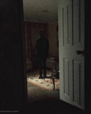 어둠 속의 남자, 무서운 미스터리 사진