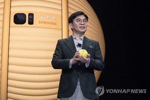 삼성 김현석, 케어로봇 '볼리'와 CES 연설
