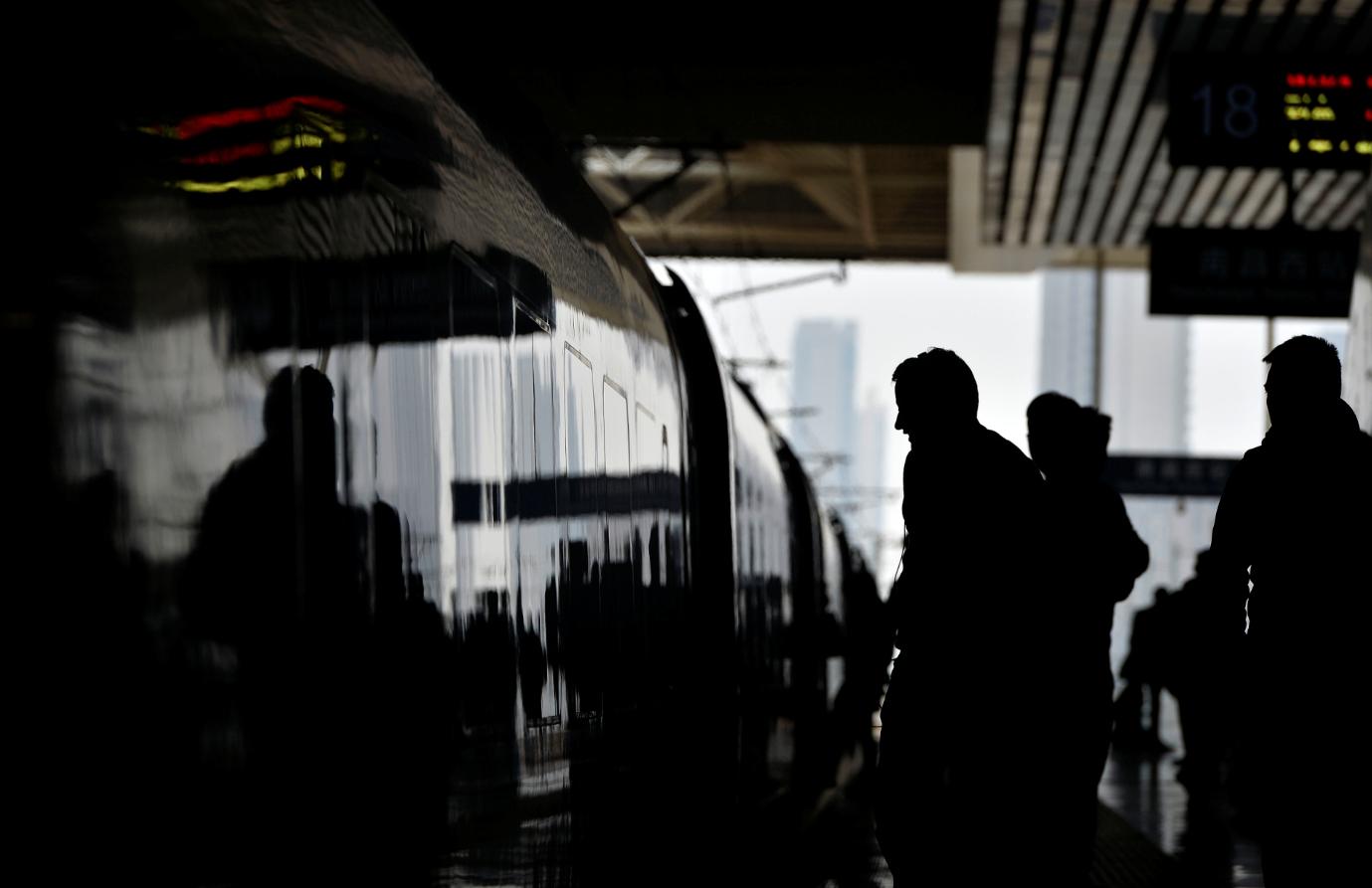 춘절을 맞아 중국에 연인원 30억명 규모의 민족 대이동이 예상된다. 사람 간 전염이 공식 확인되며 대규모 감염 확산이 우려되는 이유다. EPA/ 연합뉴스