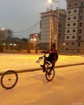 분리된 자전거, 위기의 순간