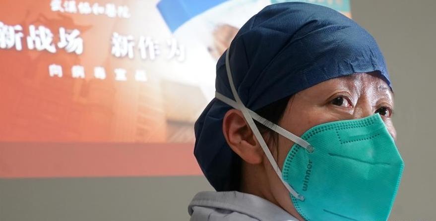 중국 허베이성 우한시에 위치한 화중과기대학 동제의학원(Tongji Medical College of HUST)에서 폐렴  확산을 막기 위해 나선 의료진의 모습이다. 신화/연합뉴스 제공