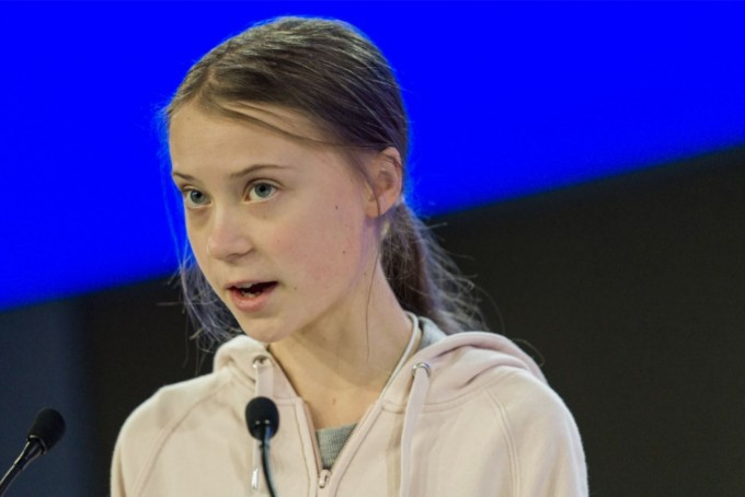 청소년 환경 운동의 아이콘인 스웨덴의 그레타 툰베리가 21일(현지시간) 스위스 다보스에서 열린 세계경제포럼(WEF·다보스포럼) 연차총회 ′기후 대재앙 방지′ 세션에서 연설하고 있다. 연합뉴스/EPA 제공
