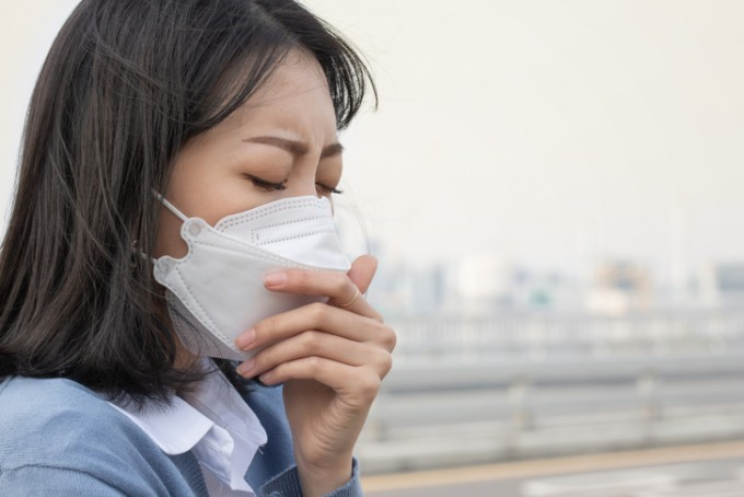 국내에서 15년간 천식과 아토피피부염 환자는 조금씩 줄고 있으나 알레르기 비염 환자가 매년 급증하고 있다는 조사결과가 나왔다.전문가들은 그간 천식과 아토피피부염에 대한 치료제가 많이 개발돼 환자 수가 줄어든 반면 알레르기 비염은 종류가 다양해 치료가 비교적 어렵고, 대기오염 등으로 원인도 다양해지면서 환자가 급증했을 것으로 보고 있다. 게티이미지뱅크