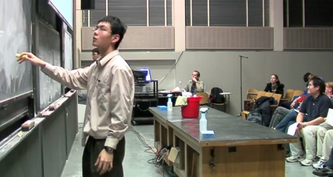 MIT 수학과 대학원생들이 주최하는 '적분 대회'의 모습. MIT 2006 Integration Bee/Keith Winstein 유투브 캡쳐