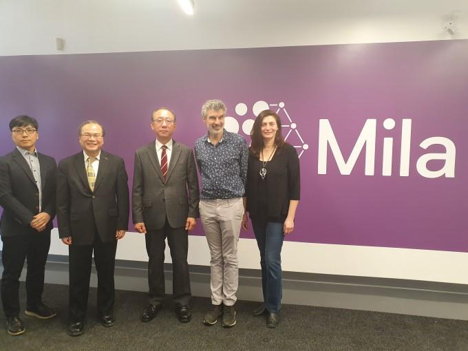 한국전자통신연구원(ETRI)은 캐나다 몬트리올 밀라연구소와 이달 10일 파트너십을 체결했다. 밀라 연구소를 세운 요슈아 벤지오 교수(왼쪽 네번째)와 김명준 ETRI 원장(왼쪽 세번째)의 모습이다. ETRI 제공