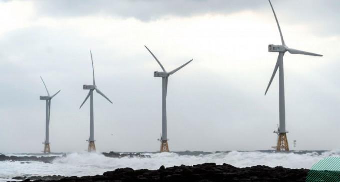 제주시 한경면 두모리 해안가에서 60~120m 떨어진 바다에 설치된 3MW급 풍력발전기. 2017년 국내에서 처음 운영된 해상풍력발전 시설인 탐라해상풍력발전단지의 풍력발전기들이다. 이규철 제공