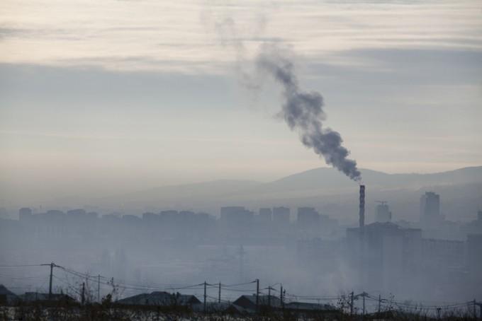 스페인 과학자들이 미세먼지 등 대기오염 물질이 뼈 건강을 해쳐 골다공증을 일으킬 수 있다는 사실을 밝혔다. 게티이미지뱅크 제공