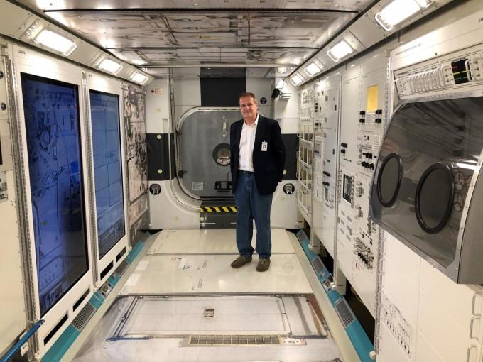스테판 몰 미국 노스캐롤라이나대 교수는 미국항공우주국(NASA)과 함께 국제우주정거장(ISS)에서 근무 중이던 우주비행사의 혈관에서 발견된 혈전을 원격의료로 치료하는 데 성공했다. 노스캐롤라이나대 제공
