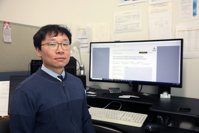 조원철 한국에너지기술연구원 수소연구실 선임연구원은 수전해 안정성을 높이면서도 효율은 유지한 분리막 제조기술을 개발했다. 한국에너지기술연구원 제공
