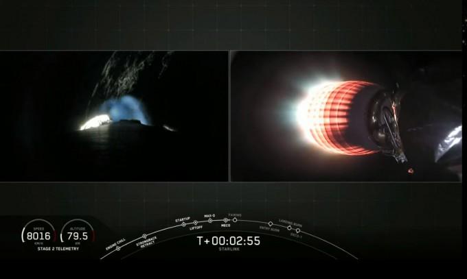 2020년 1월 7일 스타링크 위성 60기가 팰컨 9에 실려 우주로 날아가고 있는모습이다. 유튜브 캡쳐