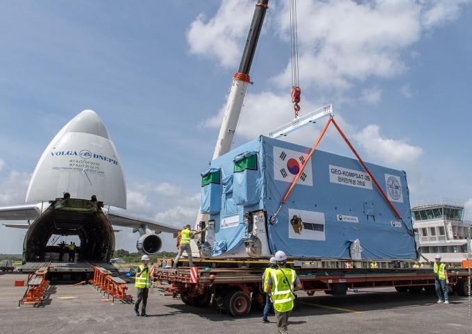 기아나 공항에 도착한 천리안위성 2B호의 모습이다. 기아나=공동취재단