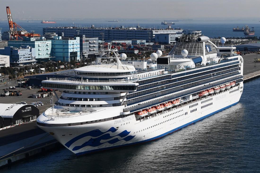 일본 요코하마항 다이코쿠 부두에 정박해 있는 크루즈 여객선 다이아몬드 프린세스 호. (2월10일) 요코하마 | AFP연합뉴스