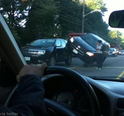 기이한 자동차 사고