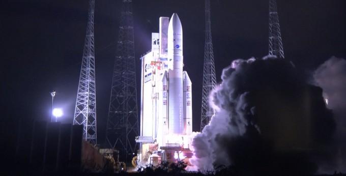 천리안2B호가 프랑스령 기아나에서 아리안스페이스의 우주발사체 ′아리안5ECA′에 실려 성공적으로 발사되고 있다. 공동취재단-아리안스페이스 제공