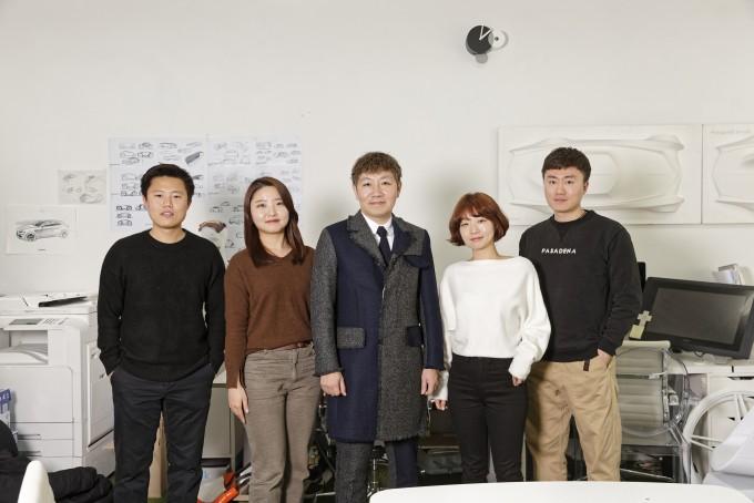 구교휘, 차진희 연구원, 정연우 교수, 한가을, 장우인 연구원(왼쪽부터). UNIST 제공