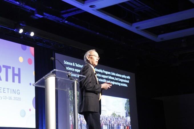 스티븐 추 미국과학진흥협회(AAAS) 회장이 13일(현지시간) 미국 시애틀에서 열린 AAAS 연차총회 기조강연을 진행하고 있다. 시애틀=고재원 기자 jawon1212@donga.com