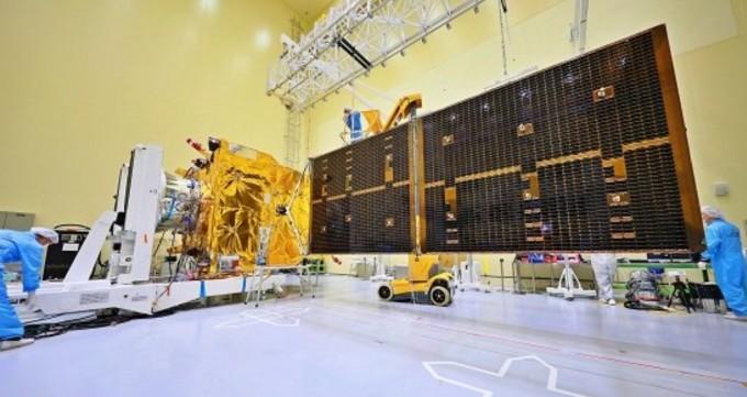 대전 유성구 한국항공우주연구원 위성시험동에서 태양전지판을 펼친 천리안 2B호, 2월 19일(한국시간) 발사돼 한반도의 해양 및 환경 감시 위성으로 활약할 예정이다. 한국항공우주연구원 제공