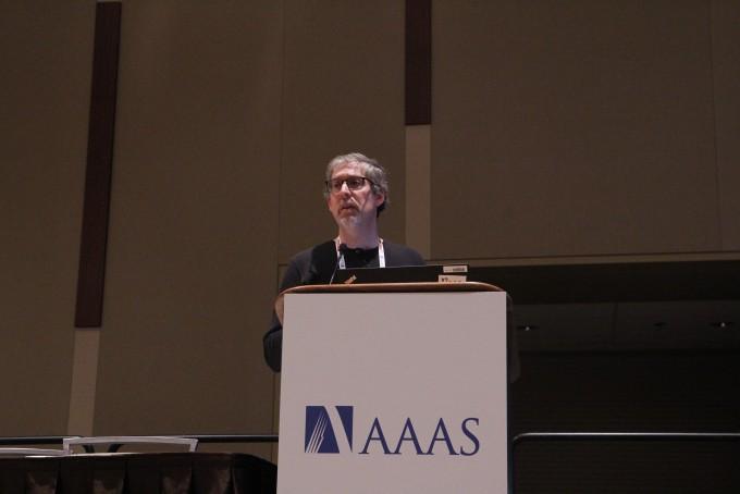 제프리 샤먼 미국 컬럼비아대 환경건강과학과 교수(데이터사이언스연구소 교수 겸임)는 15일(현지시간) 미국 시애틀에서 열린 미국과학진흥협회(AAAS) 연례회의에 코비드19 관련 연구내용을 발표 중이다. 시애틀=고재원 기자 jawon1212@donga.com