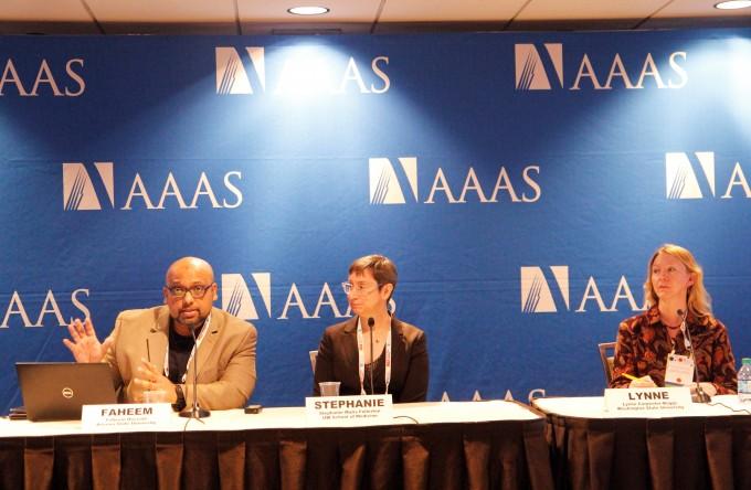 파힘 후사인(왼쪽) 미국 애리조나주립대 사회미래혁신부 교수가 발표를 진행 중이다. 함께 디지털 윤리에 대한 발표를 진행한 스테파니 풀레톤(가운데) 미국 워싱턴대 의대 교수와 린 카펜터보그(오른쪽) 미국 워싱턴주립대 교수의 모습. 시애틀=고재원 기자 jawon1212@donga.com