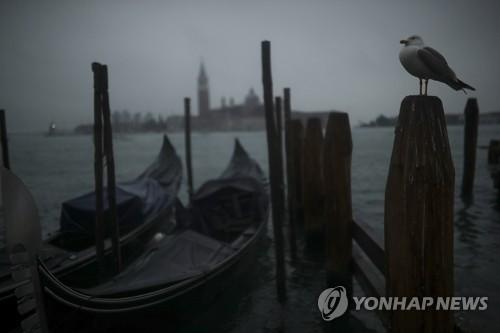 코로나19가 바꾼 풍속도…이탈리아서 '1m 안전거리 룰' 도입