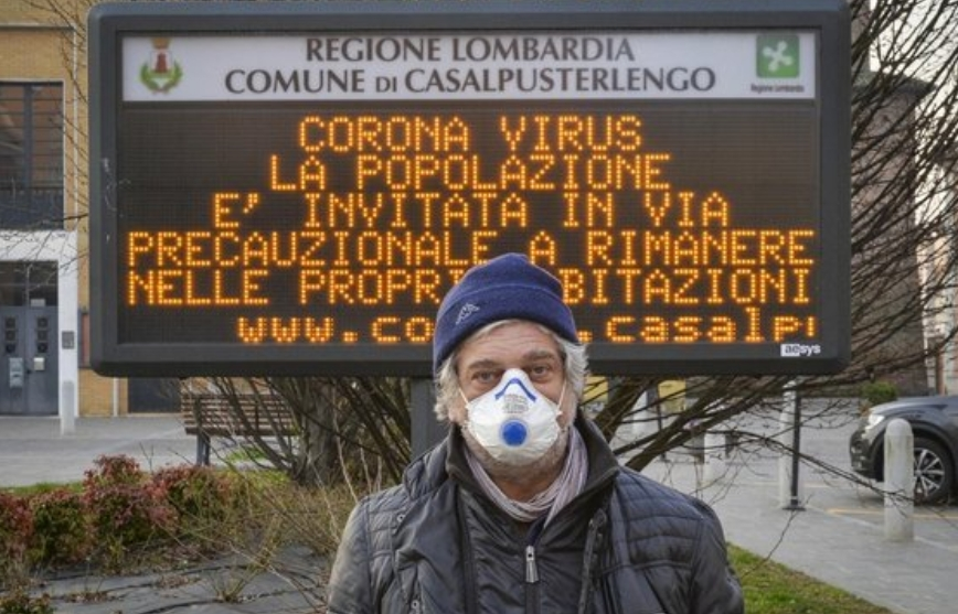 코로나19 확산으로 주민들에게 자택에 머물 것을 권고하는 이탈리아 북부 롬바르디아주 내 한 지역 안내판. EPA/연합뉴스 제공