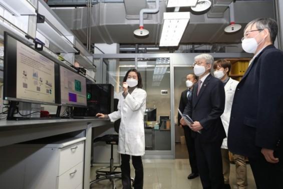 실험실서 코로나19 치료 효과 검증한 '알베스코' 연구자 임상 개시