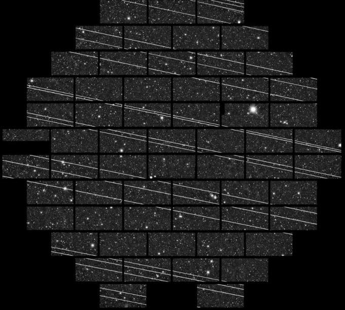 지난해 11월 칠레 CTIO 천문대에서 19기의 스타링크 위성이 렌즈 앞을 지나간 모습이다. 미국국립과학재단(NSF) 제공