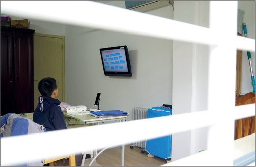 중국의 한 어린이가 코로나19로 인해 휴교령이 내려지며 이를 대체하는 온라인 수업을 받는 모습이다. 판지앙 제공