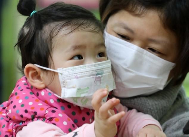 서울의 한 병원 소아청소년과 환자진료대기실에서 진료를 받으려고 대기 중이다. 연합뉴스 제공