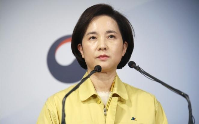 유은혜 사회부총리 겸 교육부 장관이 브리핑을 진행하고 있다. 연합뉴스