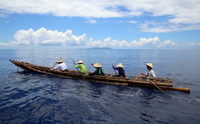 고고학자들은 고대인들의 항해법을 알아보기 위해 직접 당대의 배를 타고 항해하기도 한다. 작년에는 일본과 대만의 공동 연구팀이 고대의 방식으로 만든 보트를 타고 대만에서 일본 남부의 섬으로 노를 저어 떠나는 실험을 하기도 했다.  Y. Kaifu 제공