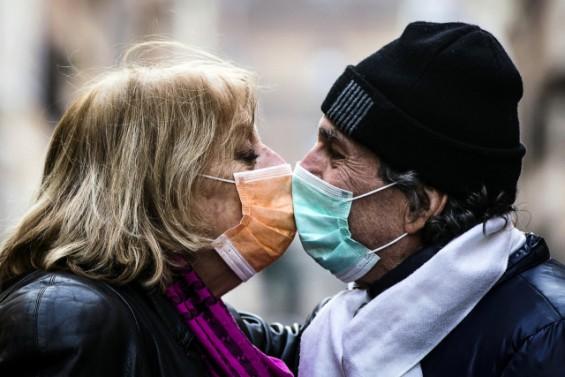 코로나19 확산 차단, 증상 나타난 첫 주가 중요하다