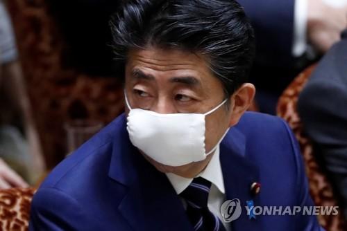일본 모든 가구 배포 '아베노마스크'서도 벌레 등 이물질
