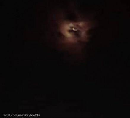 밤하늘에 나타난 거인의 눈
