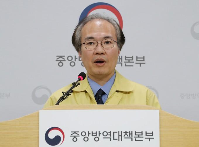 권준욱 중앙방역대책본부 부본부장이 정례 브리핑을 진행 중이다. 연합뉴스 제공