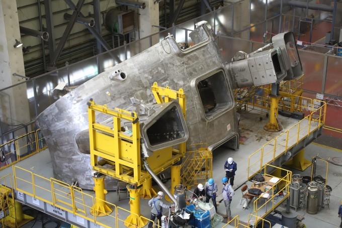 울산 현대중공업에서 국제핵융합실험로(ITER) 진공용기 6번 섹터가 제작에 한창인 모습이다. 6번 섹터는 4월 20일 제작을 마치고 이달 TER 건설현장인 프랑스 카다라쉬로 이동했다. 국가핵융합연구소 제공
