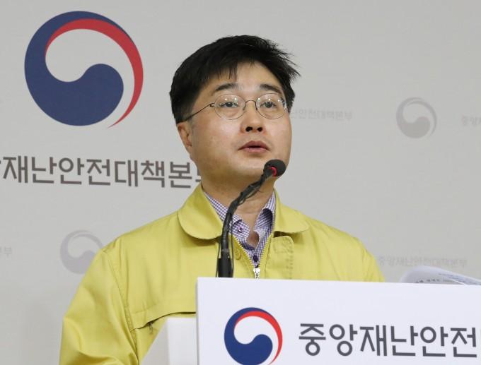 윤태호 중앙사고수습본부 방역총괄반장이 정례브리핑을 진행하고 있다. 연합뉴스 제공