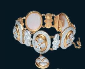 1860년대 영국에서 만들어진 알루미늄 장신구. 알루미늄의 광택은 많은 사람들을 사로잡았다.  Shirley Bury 제공