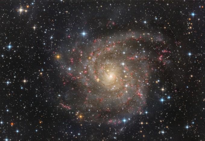 심우주 분야 금상 수상작인 ′찬란한 정면 나선은하 ic342(오상도)′. 지구에서 볼 수 있는 은하 중에, 3번째로 큰 시직경을 가진 ic342 정면 나선은하를 촬영한 것이다. 천문연 제공
