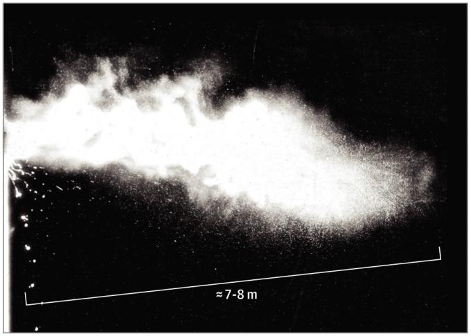 미국 매사츄세츠공대 연구진은 입에서 튀어나온 미세한 물방울이 초속 10~100m의 속도로 최대 8m까지 날아갈 수 있다는 연구결과를 JAMA Insights에 소개했다.  Bourouiba, 2020
