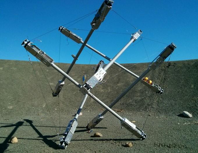 미국항공우주국(NASA)가 텐세그리티를 활용해 개발한 ′수퍼볼′이다. 에어백 없이 다른 행성에 로버를 착륙시키기 위해 개발했다. NASA 제공