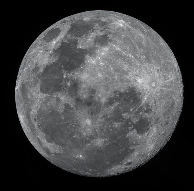 은상 수상작 ′99.3%, 정월대보름(배정훈)′. 정월대보름날 보름달을 11구역으로 나눠 촬영한 후 모자이크 합성으로 99.3%의 보름달을 완성했다. 천문연 제공