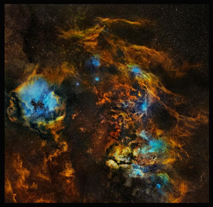 동상 작품 ′1억 개 점으로 나타낸 우주의 삶과 죽음(이지수)′ 백조자리 수많은 별들의 탄생과 죽음을 표현하기 위해 백조자리와 주변을 9개의 패널로 나눠 모자이크 합성 처리한 사진이다. 천문연 제공