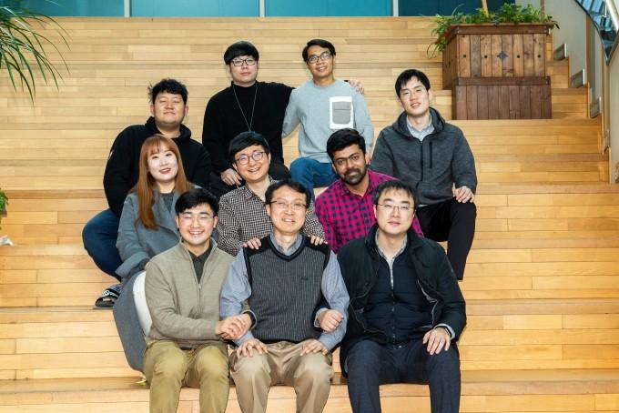 이보름 광주과학기술원(GIST) 의생명공학과 교수 연구실의 연구원들이 한 자리에 모였다. 동아사이언스 제공