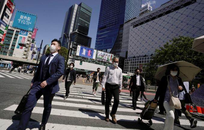 황금연휴가 지나고 직장으로 복귀하는 사람들의 모습이다. EPA/연합뉴스 제공