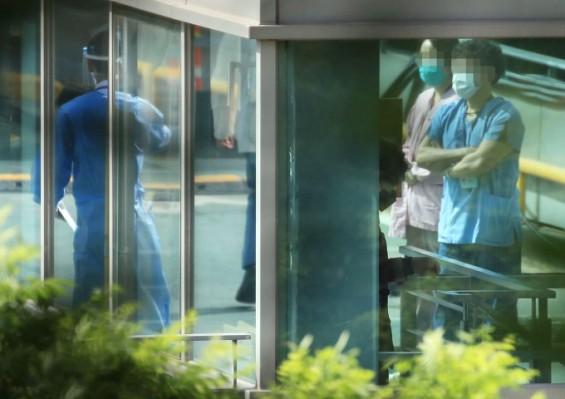 국내 코로나 하루 환자 30명대로 올라서…클럽발 잡지 못하고 의료진 감염 겹친 탓