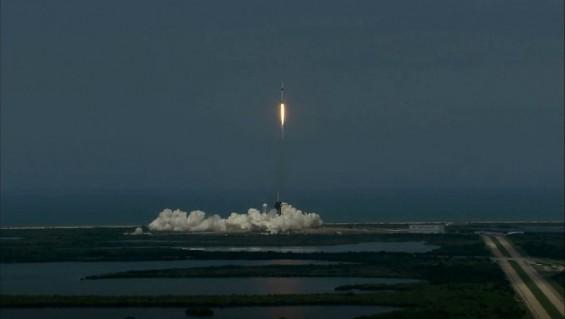 美 유인우주선 '크루드래건' 우주로…정부가 기업 우주선 빌려타는 새 우주시대 실험
